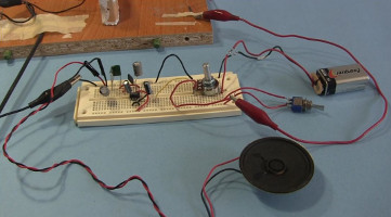 homemade diy amplifier for loud speakertesting the crystal radio amplifier circuit on a temporary breadboard